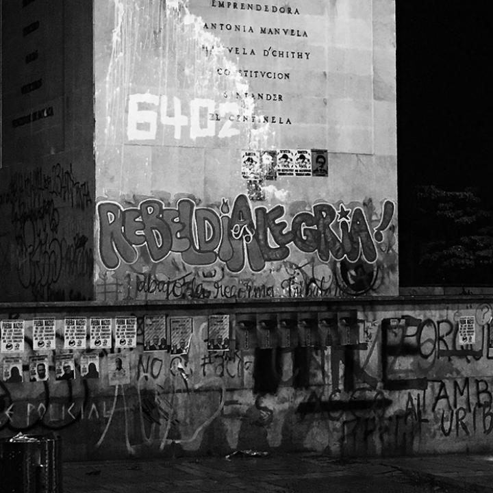 Graffiti En El Marco del Paro Nacional 28A   Héroes
